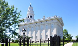 The 2002 Nauvoo Temple. (click to zoom)