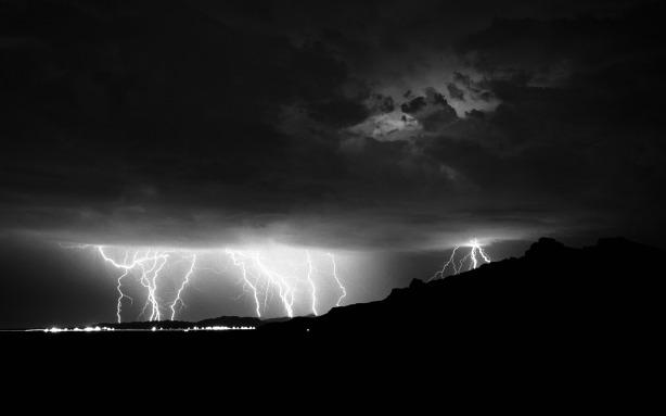 842784-lightning